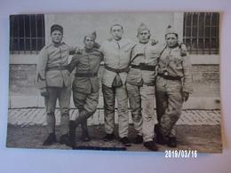 Groupe De Soldats D'un 22ème Régiment à Identifier - Uniformes