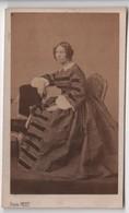 CDV Photo Originale XIXéme Femme  Belle Robe Par Pierre Petit  Cdv 2711 - Photos