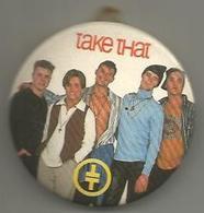 Take That, 1993, Metallo Policromo Smaltato Su Base In Bachelite, Diametro 5,5 Centimetri. - Musica