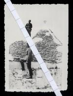 FOTO ORIGINALE - ALBEROBELLO - BARI - 2^ GUERRA MONDIALE - SOLDATI TEDESCHI SU UN TRULLO - ANNI 40 - Luoghi