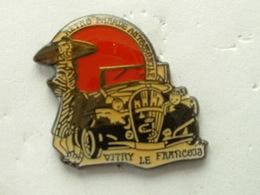 PIN'S RETRO PARADE AUTOMOBILE - VITRY LE FRANCOIS - Badges
