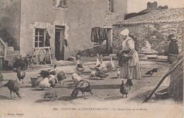 CPA Châteaubriant - Costume De Châteaubriant - La Basse-cour Et Sa Reine (jolie Animation) - Châteaubriant