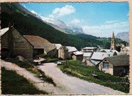 X05010 VILLAR D'ARENE Hautes Alpes Vue Générale  PEUGEOT 404 Entrée Village 1960s CELLARD I.104 - France
