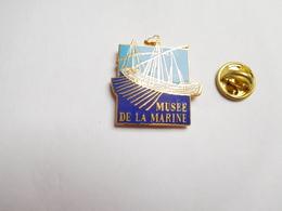 Superbe Pin's En EGF , Marine Bateau Voilier , Musée De La Marine , Signé LMI Paris - Cities