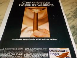 ANCIENNE PUBLICITE BISCUIT FINGER DE CADBURY 1968 - Publicités