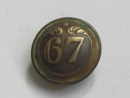 Ancien Bouton Militaire - Bombé - Petit Modèle -  N° 67   **** EN ACHAT IMMEDIAT **** - Boutons
