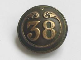 Ancien Bouton Militaire - Bombé - N° 38   **** EN ACHAT IMMEDIAT **** - Boutons