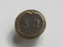Ancien Bouton Militaire - Plat,  Petit Modèle - N° 32   **** EN ACHAT IMMEDIAT **** - Boutons