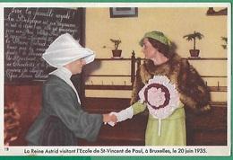 ! - Belgique - Reine Astrid à L'école St-Vincent De Paul à Bruxelles En 1935 - Photo éditée Par Chocolat Côte D'Or - Royal Families