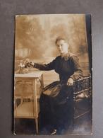 Carte Postale Photo D'une Femme Habitant Neuilly Sur Marne 1918 - Identified Persons