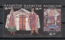 KAZASTAN 1996 - TRAJES REGIONALES Y ARTESANIA - YVERT Nº 118/119** - Textile