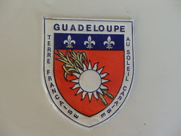 Ecusson De La Guadeloupe (Terre Française Au Soleil Des Caraibes). - Autres Collections