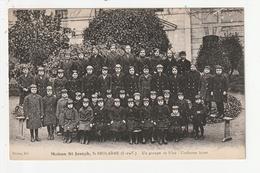 SAINT BROLADRE - MAISON SAINT JOSEPH - UN GROUPE DE FILLES - UNIFORME HIVER - 35 - France