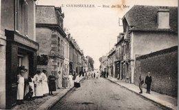 COURSEULLES - Rue De La Mer (vue Animée Devant La Boucherie FOUCHAUX - PICARD) - Courseulles-sur-Mer
