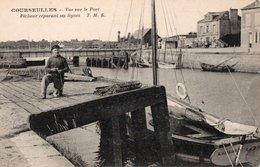 COURSEULLES - Vue Sur Le Port - Pêcheur Réparant Ses Lignes (beau Plan, Bâteau L'AIGLON) - Courseulles-sur-Mer