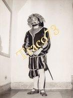 PALERMO _ Anni 40-50 /  Teatro Massimo - Attore In Posa _ Foto Formato 13 X 18 Cm. - Luoghi