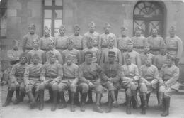 """¤¤  -  Carte-Photo Militaire Non Située De Soldats En Uniformes  -  """" 10 """" Sur Les Cols Et Képis    -   ¤¤ - Uniformes"""