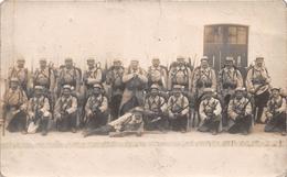 """¤¤  -  Carte-Photo Militaire Non Située De Soldats En Uniformes  -  """" 253 """" Sur Les Cols  -  Fusils , Baïonnettes - Uniformen"""