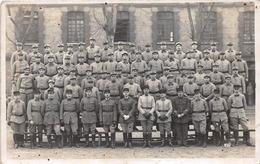 """¤¤  -  Carte-Photo Militaire Non Située De Soldats Et Officiers En Uniformes """" 103 """" Sur Les Képis - Uniformes"""