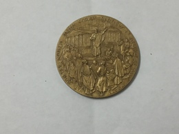 "Medaglia Paolo VI Pontefice Max ""Ut Portet Nomen IN BRONZO DORATO 1923 . - Altri"