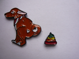 2 Pin S Animaux Chiens Et Sa Crotte Neuf - Animals