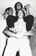 FASHION MEN HOMMES Young Man & Teen Boys Having Fun - Vtg Photo 1990' Gay Int - Personas Anónimos