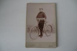ANCIENNE PHOTO 10,8 X 16,4cm. 03 ALLIER VICHY. SILLI VICHY. Cycliste. TBE. - Cyclisme