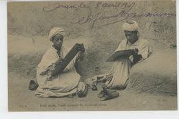 ETHNIQUES ET CULTURES - AFRIQUE DU NORD - Ecole Arabe, Talebs Recopiant Les Versets Du Coran - Afrique