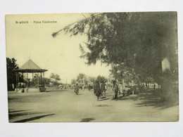 C. P. A. : Sénégal : SAINT-LOUIS : Place Faidherbe, Kiosque, Animé - Sénégal