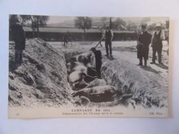 Guerre 14-18 - Campagne De 1914 - Enfouissement Des Chevaux Après Le Combat - Carte Animée, Non-circulée - Guerre 1914-18