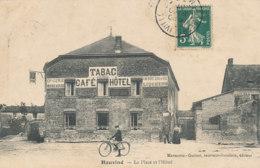 A M 598 /   C P A   HAUVINE     (08)   LA PLACE ET L'HOTEL - France