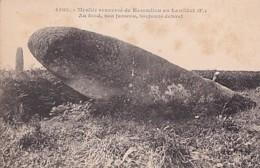 MENHIR RENVERSE DE KERCADIOU - Dolmen & Menhirs