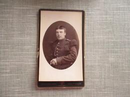 CDV MILITAIRE CIGARETTE   PHOTOGRAPHE HUGO PIERON BELGIQUE ANVERS - Oud (voor 1900)