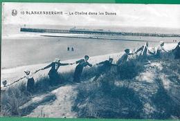 ! - Belgique - Blankenberghe - La Chaine Dans Les Dunes - Plusieurs Personnes Qui Font Une Chaine De Main à Main - Blankenberge