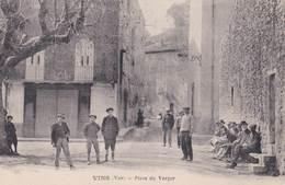 CPA : Vins   - Sur Caramy - (83)  Place Du Verger  Belle Animation, Des Jeunes Et Des Vieux !  Ed Roumiero - Autres Communes
