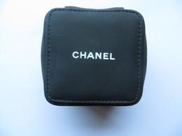 ETUI HOUSSE DE MONTRE CHANEL En Tissus Plastifié SOUPLE  - Pour Montre De Femme Travel House Watch Chanel - Joyas & Relojería