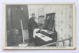 American Red Cross Postcard BEDROOM IN THE RED CROSS SAILORS CLUB ON THE STRAND, LONDON, ENGLAND - Croix-Rouge