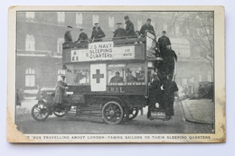 American Red Cross Postcard THE BUS TRAVELLING ABOUT LONDON TAKING SAILORS TO THEIR SLEEPING QUARTERS, ENGLAND - Croix-Rouge