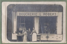 CARTE PHOTO COMMERCE - BOUCHERIE L. ROBERT - Lieu à Identifier - Animation, Boucher Devant Sa Vitrine - To Identify