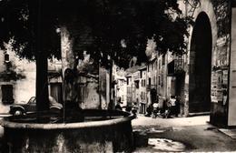 CHATILLON EN DIOIS -26- LA FONTAINE - VEHICULE ANCIEN - Châtillon-en-Diois