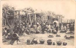 Océanie - 10825 - Fidji - Femmes Indigènes Fabriquant Des Marmites - Figi
