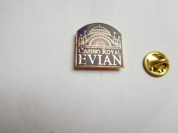 Superbe Pin's , Casino Royal D' Evian Les Bains , Savoie - Villes