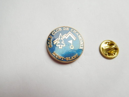 Superbe Pin's En EGF , Golf Club De Chamonix Mont Blanc , Signé RO/VO - Golf