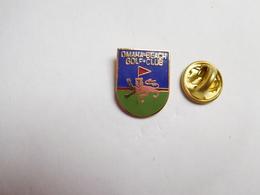Superbe Pin's En EGF , Golf Club Omaha Beach ,  Calvados , Signé Cosiro - Golf