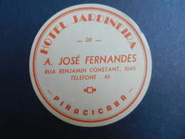 19912) ADESIVO DI ALBERGO BRASILE PIRACICABA RUA BENJAMIN CONSTANT HOTEL JARDINEIRA DIAMETRO 9 Cm - Adesivi Di Alberghi