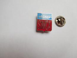 Superbe Pin's En EGF , Auto Simca Aronde , Signé Logo Motiv - Badges