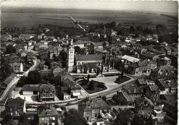 1 Cpsm Etain - L'église Et Le Monument Aux Morts - Etain