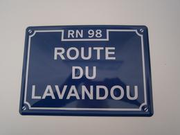 PLAQUE EN TOLE SUR CARTON * ROUTE DU LAVANDOU - RN 98* PUBLICITE ILLUSTRATION - Plaques Publicitaires