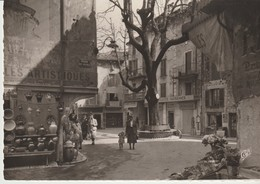 CP -   PHOTO - VENCE - PLACE DU PEYRA - C. A. P. - 67 -NOUVEAUTES PARISIENNES - RESTAURANT - Vence