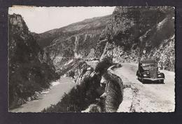 CPSM 04 - Gorges Pittoresques Du Verdon - La Route Vers ROUGON - TB PLAN + TB VUE AUTOMOBILE 1952 - Other Municipalities